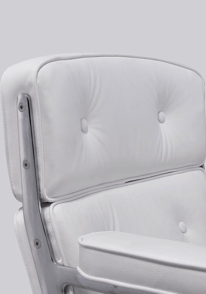 Eames ES 104 Lobby Chair Wit Leer